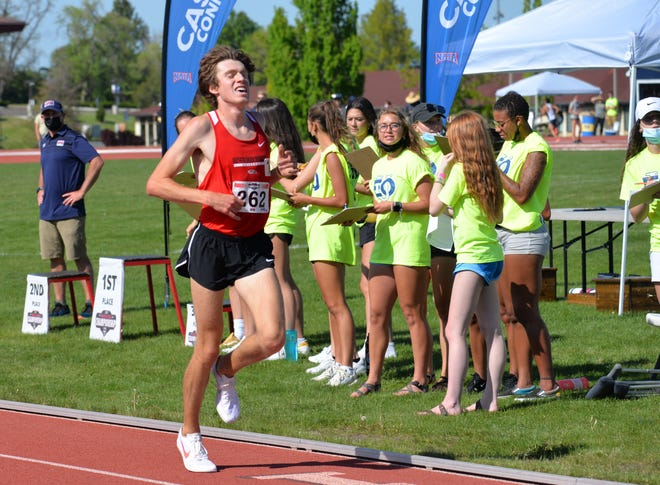 Isaac Fernandez of Southern Oregon University competes at the Cascade Conference Championships recently.