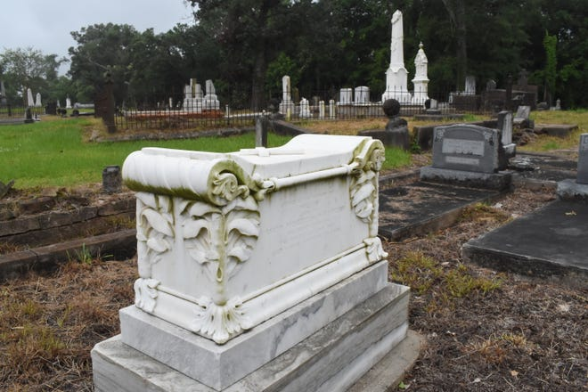The hand carved marble box grave belonging to to a five-year-old boy, William Prescott who died in 1849, features a leaf and flower motif.The marble came from New England. The grave is located at the Old Rapides Cemetery.
