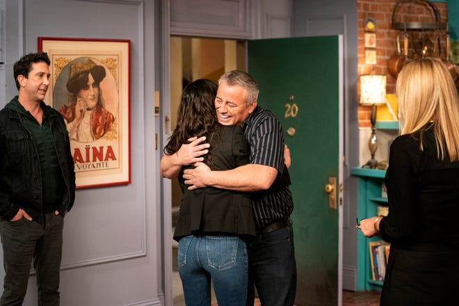 """Matt LeBlanc greets his """"Friends"""" costar Courteney Cox with a warm hug, as their castmates David Schwimmer and Lisa Kudrow look on."""