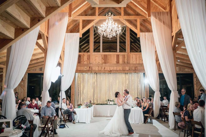 The Amish built barn at Hills of Luella welcomes wedding as large as 200 people.