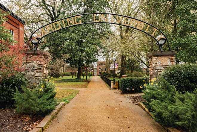 Tyler Leslie of Pratt attends school at  Harding University in Searcy, Arkanas where he was named to the semester Dean's list.