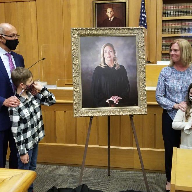 La juge à la retraite, son mari Steve et deux de leurs petits-enfants.