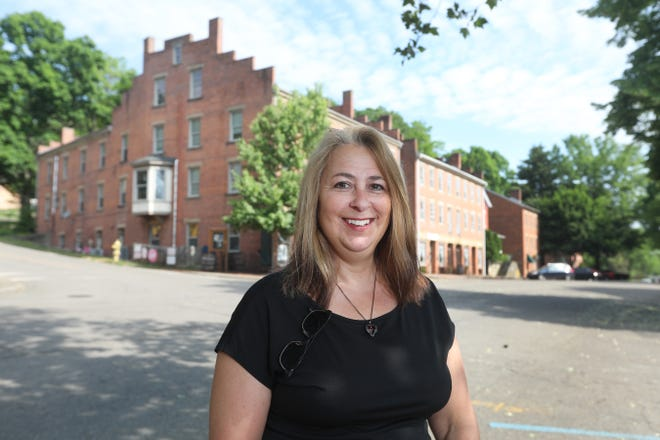 Stacie Stein is the education department manager for the Roscoe Village Foundation.