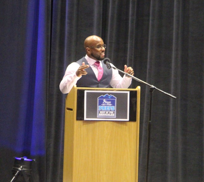 Teyon Ware, a two-time national champion at the University of Oklahoma and current assistant coach at the University of Wyoming, speaks Tuesday during the 2021 Best of the Arbuckles Preps banquet.