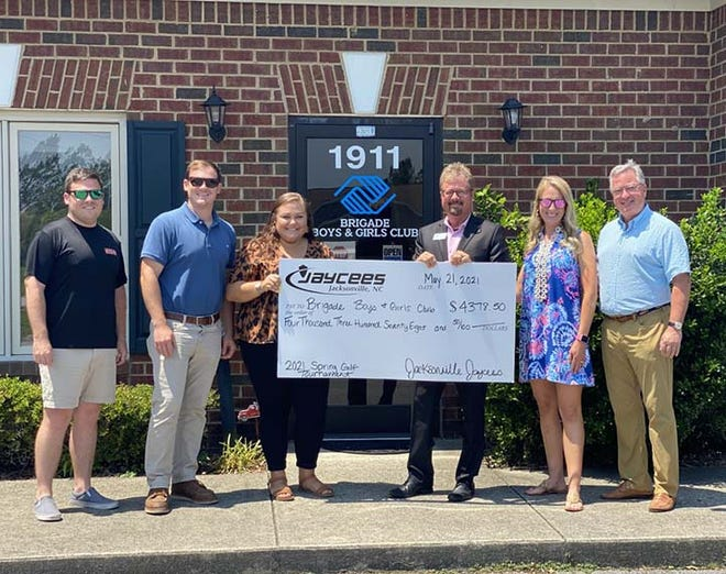 The Jacksonville Jaycees recently held a golf tournament fundraiser that benefited United Way of Onslow County Chew Program and the Brigade Boys and Girls Program. Pictured are Andrew Frink, John Kay, Courtney Johnson, Keith Williams of Brigade, Juliana Mills, and Bill Mercer.