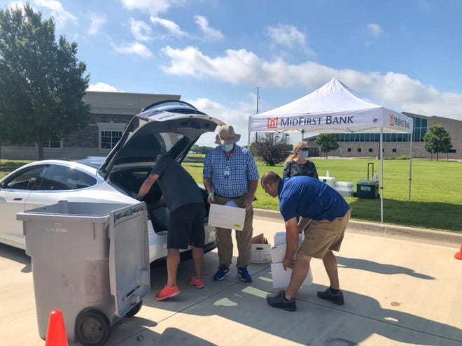Anyone wanting to dispose of old documents or medications can bring them to the South Oklahoma City Chamber of Commerce's eighth annual Shred Day, which will be held in the parking lot of Moore Norman Technology Center - South Penn Campus, 13301 S Pennsylvania Ave.