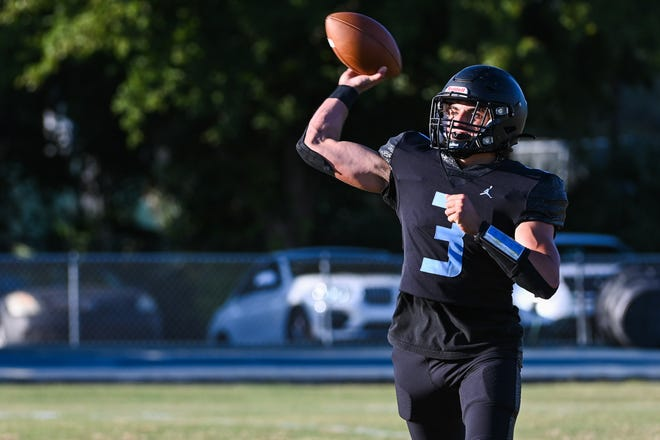 Antonio Scionti throws a pass while playing for St. John Paul II last season. He's expected to be Palm Beach Gardens' starting quarterback.
