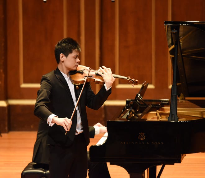 Angelo Xiang Yu in performance. A former faculty member, he will appear in the opening concert of the 2021 Sarasota Music Fesival.