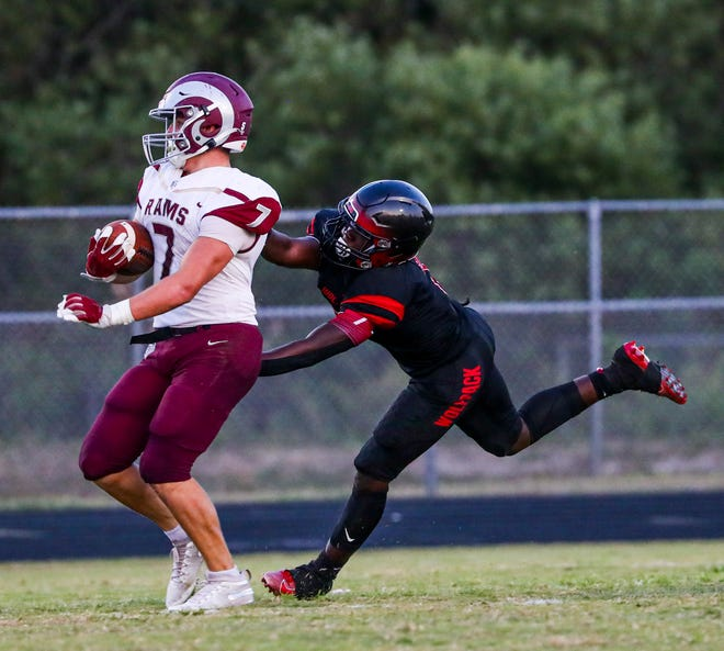 South Fort Myers', James Cooper, hangs on to Riverview's Bo Bloom for the stop.  Action from the Sarasota Riverview at South Fort Myers spring football game.