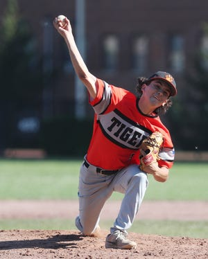 Mark Kent throws a pitch during White Plains' game at Mamaroneck High School on May 27, 2021.