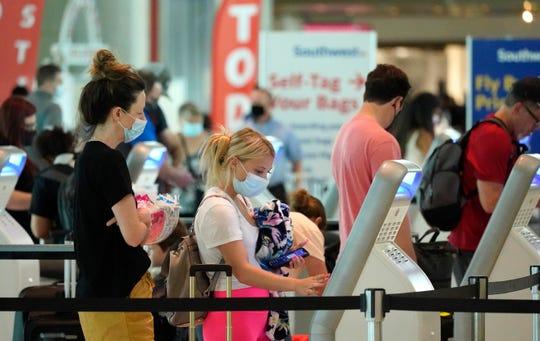 Voyageurs à l'aéroport de Dallas Love Field le week-end du Memorial Day 2021.