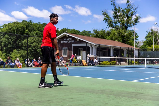 Springfield's Noah Williams gets set for play against Normal U-High's Abhay Hiredesai in the singles championship during the Boys CS8 Tournament in Washington Park in Springfield on Saturday. [Justin L. Fowler/The State Journal-Register]