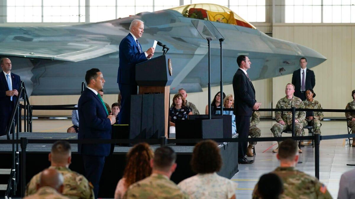 Biden marks vaccine progress, thanks troops ahead of holiday 3