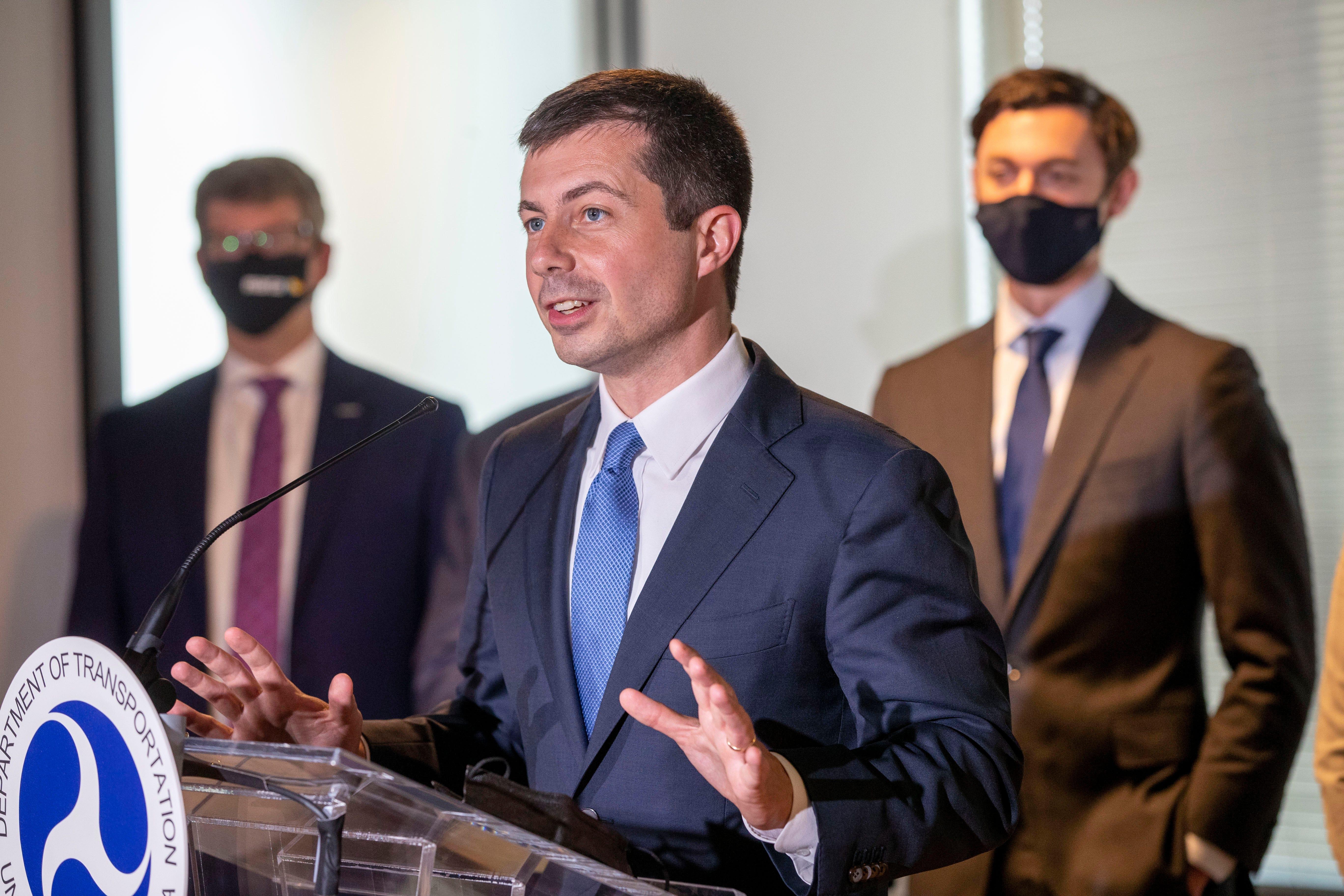 Buttigieg urges travelers to respect mask mandates on planes 2