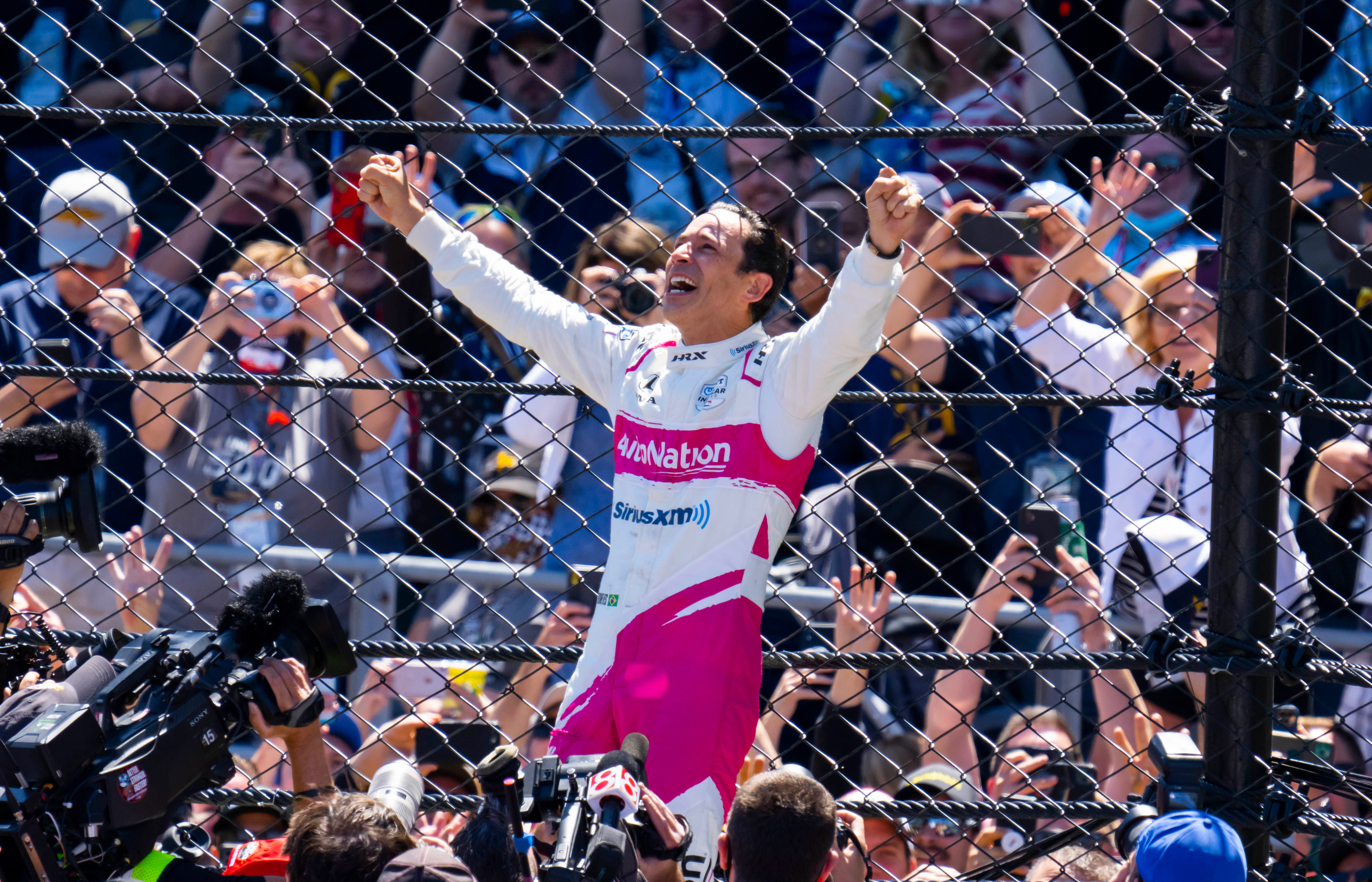 Helio Castroneves wins his record-tying fourth Indy 500