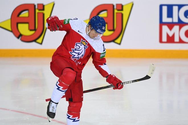 IIHF pasaules hokeja pasaules sērijas A sērijas priekšsacīkšu mačā Rīgā, Olimpiskajā sporta centrā, 2021. gada 27. maijā, Čehijas izlases uzbrucējs Jakobs Vrana svin 2: 1 vārtus.