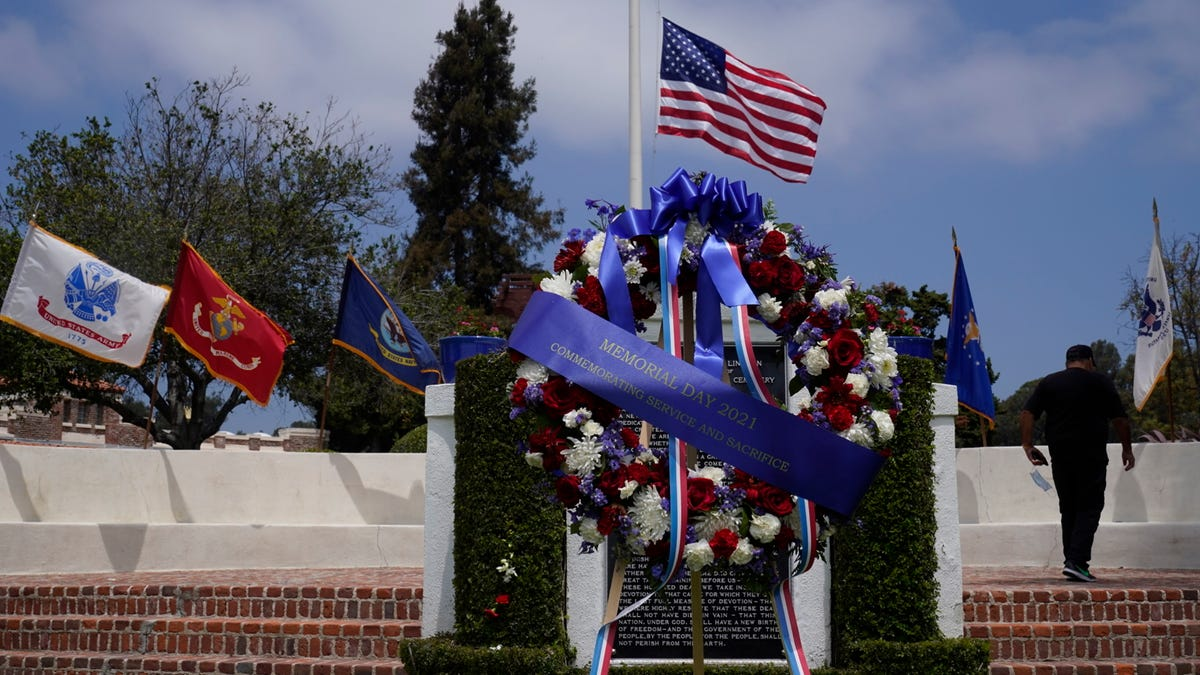 Huge American flag stolen from California veterans cemetery 3