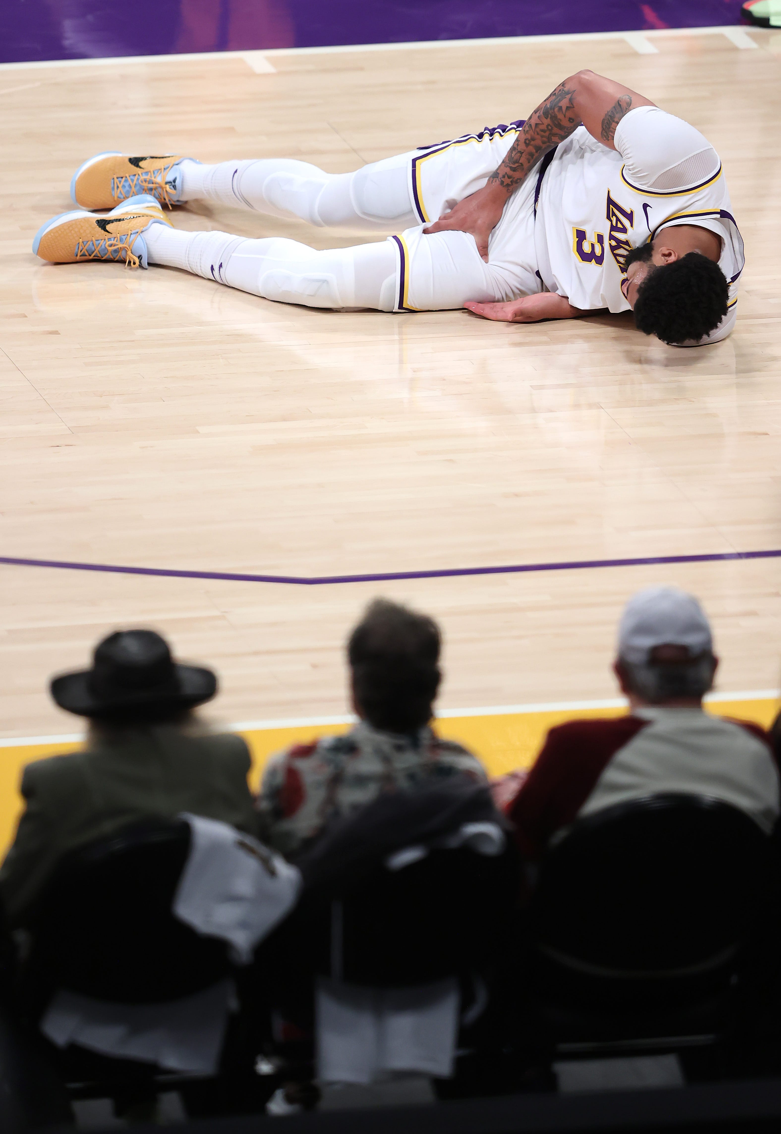 Anthony Davis injury: Lakers star questionable with groin strain for Game 5 vs. Suns