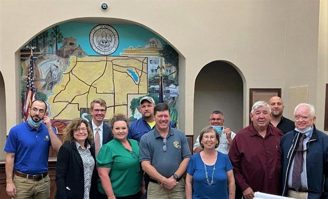 Beau. Parish Waterworks Dist. No. 6 is pleased to officially announce that construction can begin on the long awaited Junction Community Public Water System.  Representatives from Waterworks Dist. No. 6, the USDA, Meyer & Associates, Foley & Judell, LPFA, Blankenship Law Firm, contractors and subcontractors gathered at the Beau. Parish Police Jury office March 31, 2021 to finalize the paperwork.
