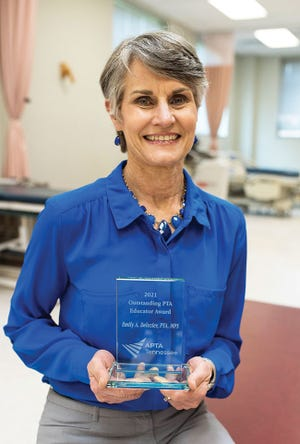 Roane State Community College Associate Professor Emily A. DeLozier has been awarded the Outstanding Physical Therapist Assistant Educator of the Year Award for 2021.