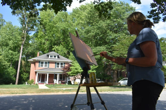Artist Barbara Harris from Suffolk paints an American Foursquare style house on Westover Ave, in Walnut Hill.