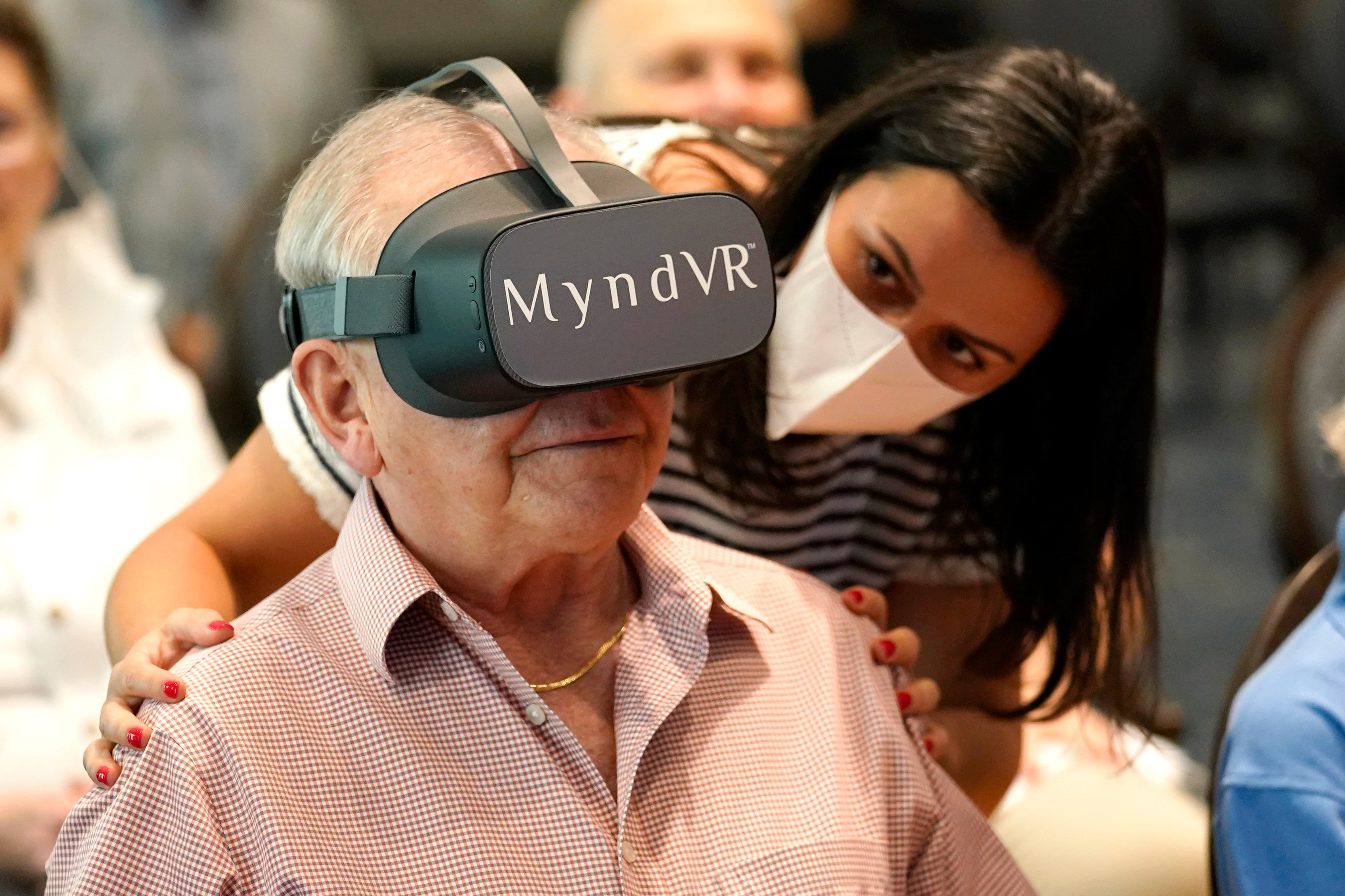 Can virtual reality help seniors? Study hopes to find out 2