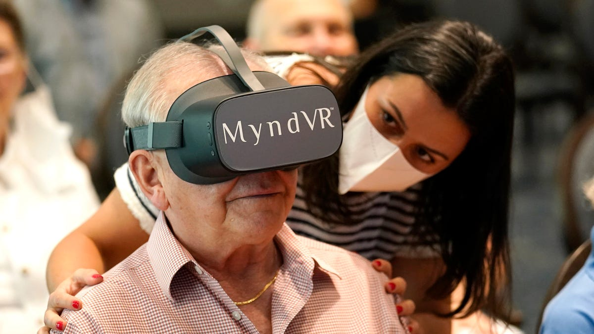 Can virtual reality help seniors? Study hopes to find out 3