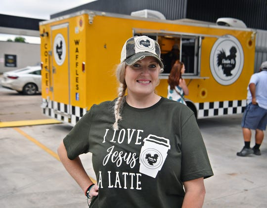 Deidra Stewart, propietaria de Chicka D's Coffee, abrió su segundo tráiler de café móvil el martes por la mañana, 1 de junio de 2021, en Brook Avenue.  Stewart espera usar el segundo tráiler de café para servir a las comunidades vecinas.