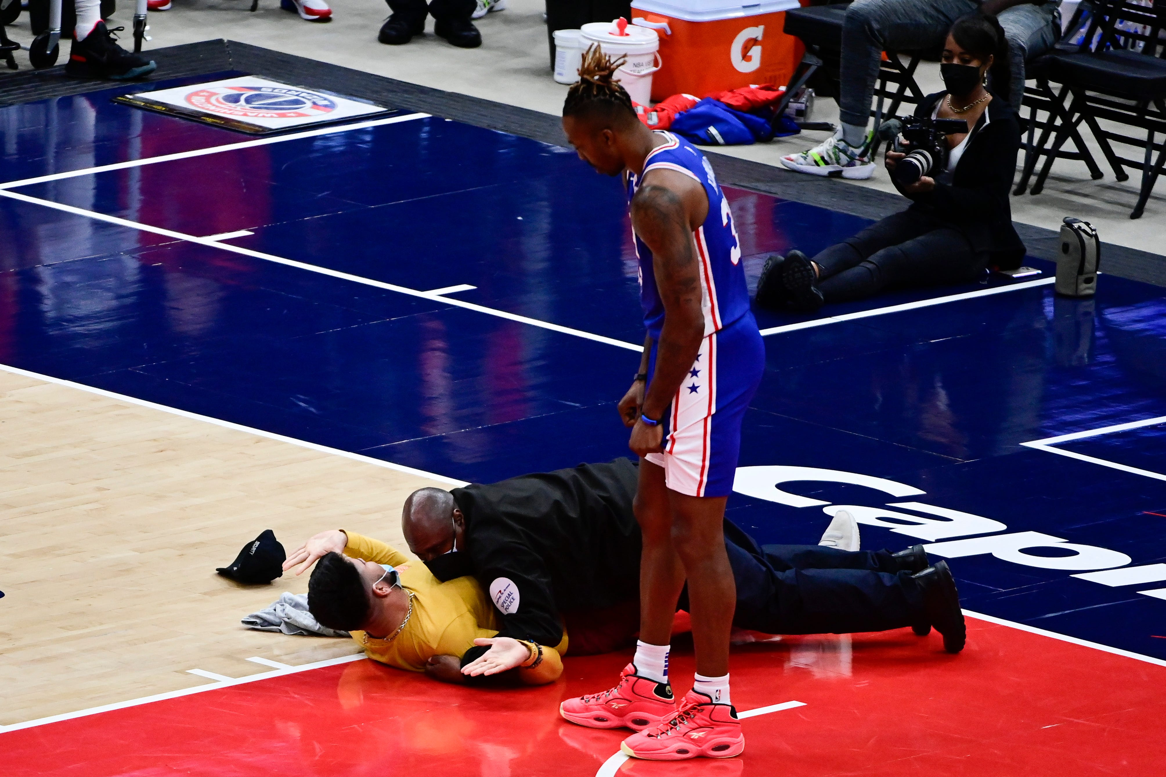 Fan runs onto court, gets tackled by security guard during Game 4 of 76ers-Wizards NBA playoff series