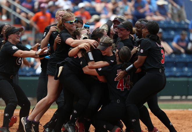 Georgia celebrates after beating Florida on Saturday, May 29, 2021 at Katie Seashole Pressly Softball Stadium in Gainesville, FL / UAA Communications photo by Leslie White