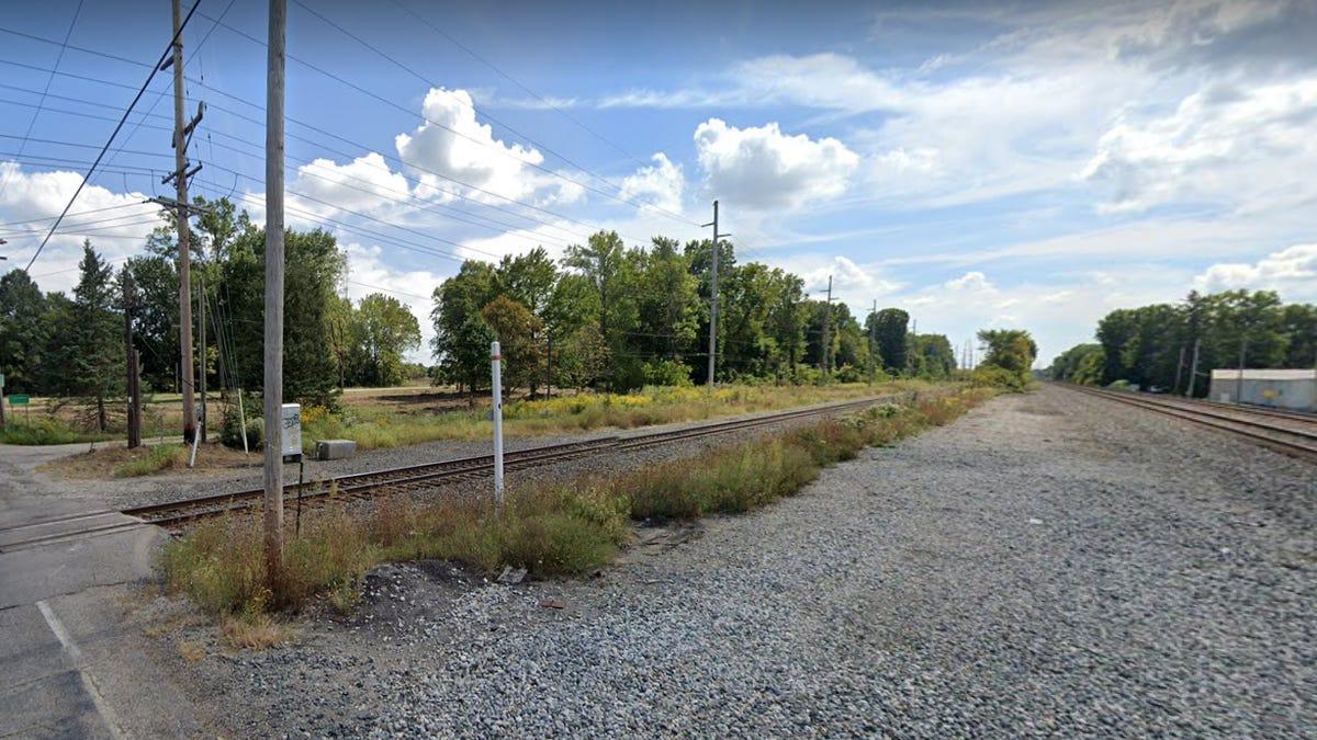 Body found on railroad tracks near Park Road on Far North Side
