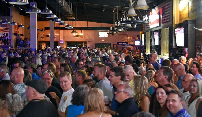 Sarasota country music club and restaurant/bar White Buffalo Saloon, which has also hosted concerts by national musicians, has announced it will close at its current location.