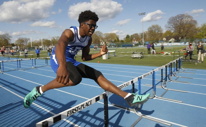 Bexley's Mason Louis finished first in the 400, second in the 200 and fourth in the 100 in the Division II regional meet, advancing to state in all three. He also qualified for state with the third-place 1,600 relay.