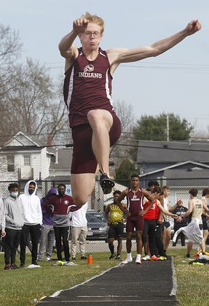 Canal Winchester's Dexter Mounts qualified for the Division I state track and field meet on the 800 and 1,600 relays. The 800 relay won a regional title in 1:27.91, and the 1,600 relay was third in 3:24.78.