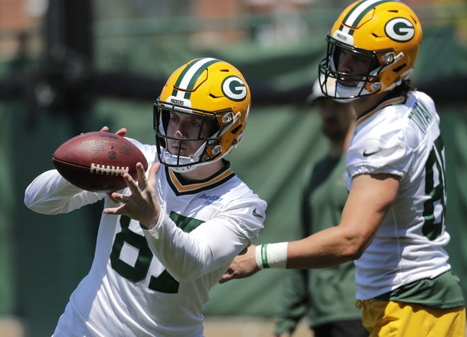 Packers tight ends Jace Sternberger (87) and Robert Tonyan participate in organized team activities June 2.