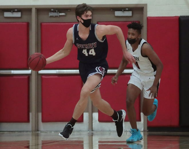 Perry's Dylan Anderson (44) leads a break against Brophy Prep's Miles Nash (0) during a conference game in Phoenix Feb. 3, 2021.