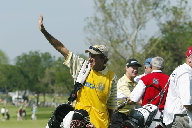 OLYMPIA FIELDS, IL - JUNE 15:  Tom Watson's caddie Bruce Edwards walks off the18th green during the final round of the 2003 US Open on the North Course at the Olympia Fields Country Club on June 15, 2003, Olympia Fields, Illinois.  (Photo by Jonathan Ferrey/Getty Images)