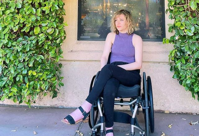 Gabrielle deFiebre flew to Phoenix, Arizona from New York City. When she landed in Phoenix, she realized her wheelchair had been damaged by airport staff.