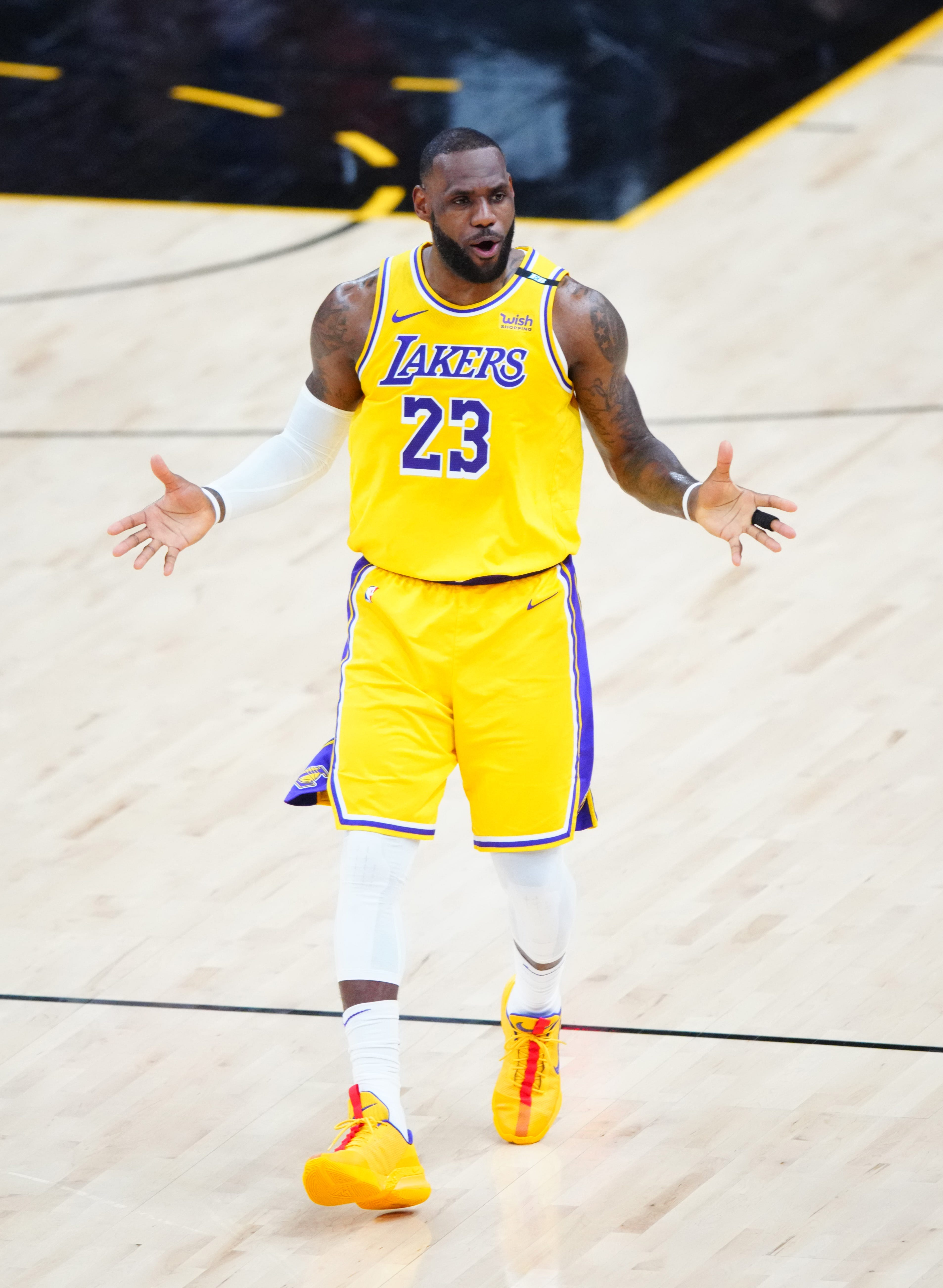 Opinion: LeBron James, supporting cast let down Lakers in Anthony Davis' absence, and now season is on the brink