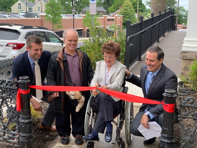 Deb and Dan Dagit were the honored guests at a ribbon-cutting ceremony recently held outside the Lear Building, located in the borough's historic district, at 68 E. Court St., that houses the offices of MRK Wealth.