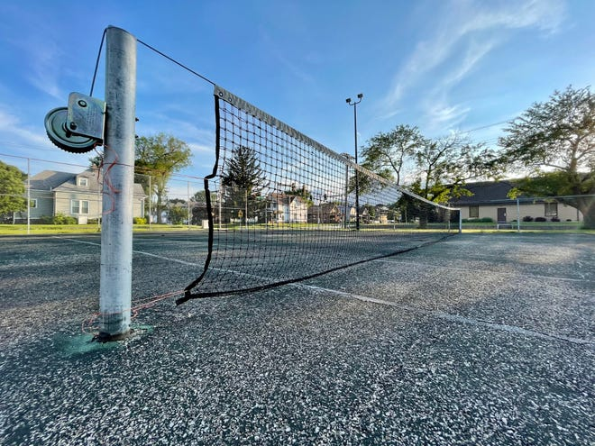 The Galesburg City Council at its Monday meeting will consider a bid to install pickleball courts at Bateman Park,near Losey Street and Maple Avenue.The project wouldconvert the two existingtennis courts over to a total of six pickleball courts.