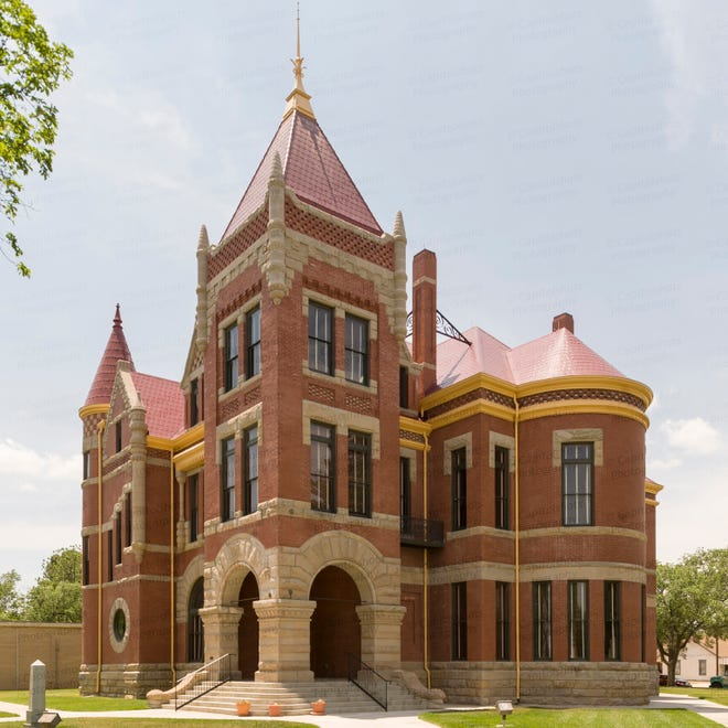 Donley County Courthouse, site of G.R. Miller's death sentence for killing Floyd Autree of Fort Worth, 1910.