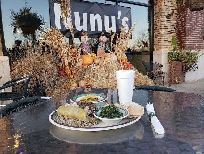 La cena all'aperto dovrebbe essere popolare nel 2021 intorno a 405 ristoranti in luoghi come il Nunu's Mediterranean Cafe.