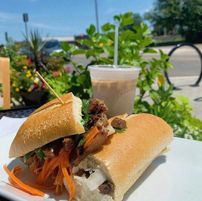 La cena all'aperto dovrebbe essere popolare nel 2021 intorno a 405 ristoranti in luoghi come Riviere Modern Banh Mi nel centro della città.