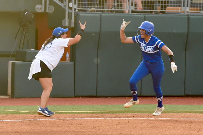 Stamford coach Cynthia Herrera and Citlaly Gutierrez (7) give each other the 'Horns Up' sign as Gutierrez rounds third base following a solo home run in the Class 2A state championship game at McCombs Field in Austin on June 2, 2021. Gutierrez is a member of Texas' 2022 recruiting class.