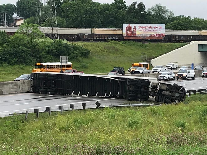 I-75 S closed until Thursday afternoon due to an overturned semi tractor-trailer