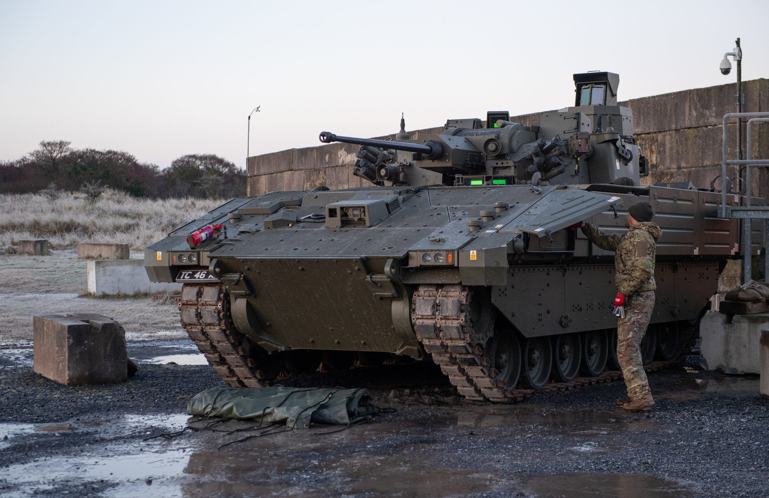 UK halts trials of new tanks that vibrate and can't go fast 2