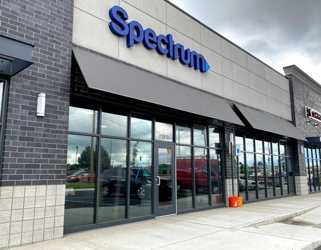 A new Spectrum store plans to open this summer at Schoolcraft and Middlebelt in Livonia.