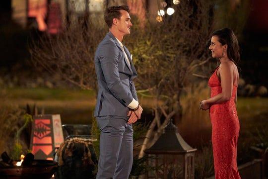 """Mike Planet of Surprise, Arizona, conoce a Katie Thurston en la temporada 17, episodio 1, de """"La doncella."""""""