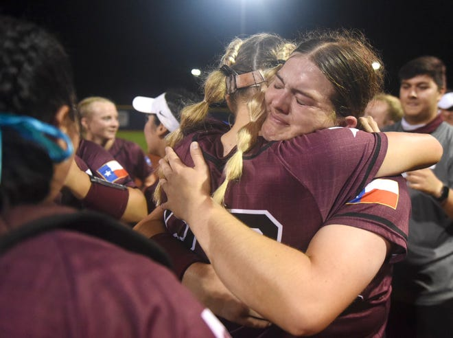 Calallen softball players celebrate after a 10-9 win against Iowa Park in a Class 4A state semifinal at Georgetown High School on Thursday, June 3, 2021.